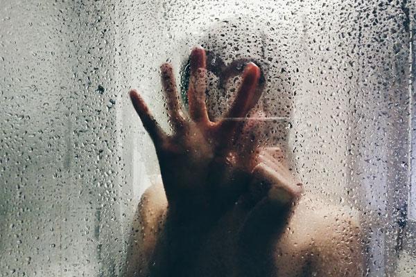シャワーで誘惑